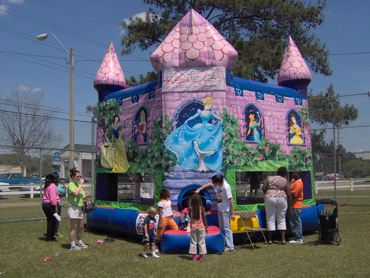 Disney-Princess-bounce-house-supervised